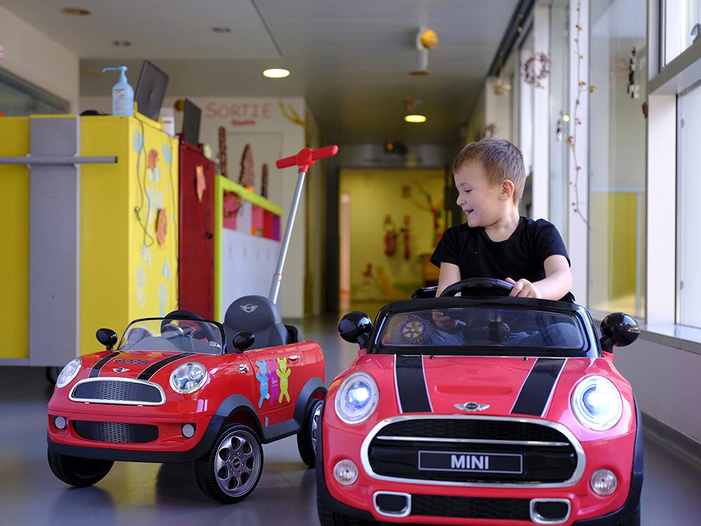 voiturette en pédiatrie pour les enfants